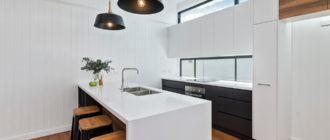 Отделываем стены в кухне пластиком